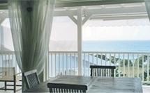 Villa BLUE LAGOON à Sainte Anne, piscine débordement, vue sur mer, plage et jacuzzi
