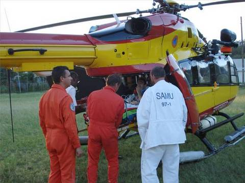 Hélicoptère les acheminent vers le CHU