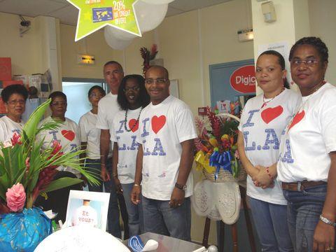 La haute direction, le directeur de la Poste de Bouillante et tout le personnel à l'unisson pour la fête de la Poste. Photo Atout Guadeloupe