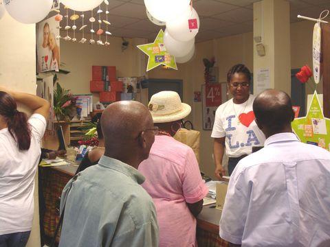 La clientèle le jour de la fête de la Poste. Photo Atout Guadeloupe