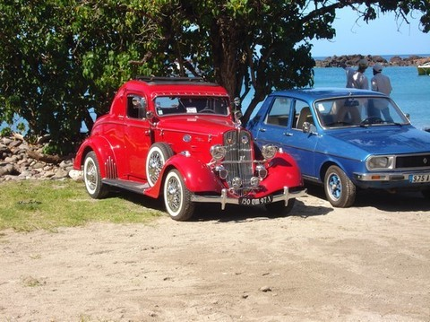 Une Ford 1934 , reconstituée d'après une vieille Wolvagen.   Photo F. Maston