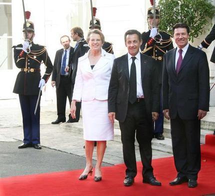 Président de la république, ministre et secretaire d'Etat à l'outre mer s'ajoute un conseil interministeriel