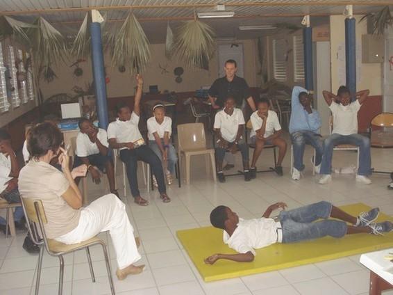 Frédéric Drouin enseignant spécialisé et sa classe