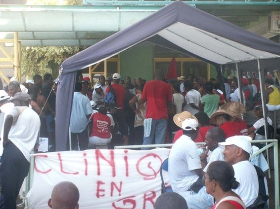 Piquet de grève, clinique des eaux claires, photo UGTG