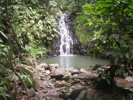 Parc de Valombreuse, la chute d'eau. Photo Tropical tours