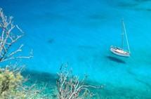 Les Saintes, l'un des groupes d'îles de l'archipel, compte une quinzaine de plages baignées par l'eau turquoise de la mer des Caraïbes. CTIG T. Deschamps/Alamy