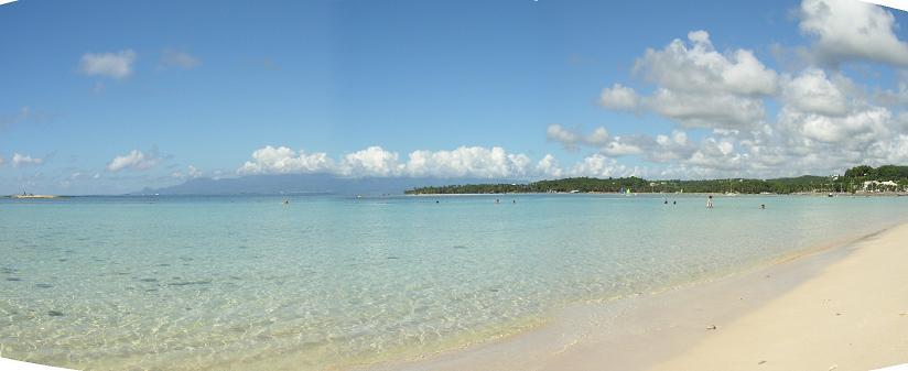 La plage toute proche de la location en guadeloupe, le Verger de Sainte Anne