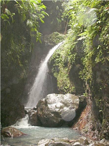 bouillante-cascade