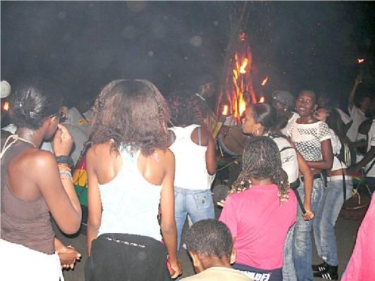 Guadeloupe- feu de la saint Jean à Bouillante