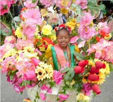 Une petite fille en fleurs