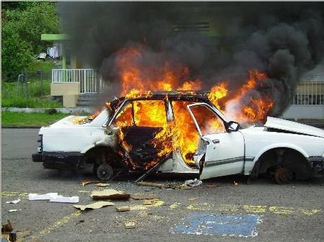 Le véhicule est en feu