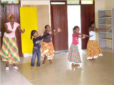 Apprentissage de la danse de Gwo Ka