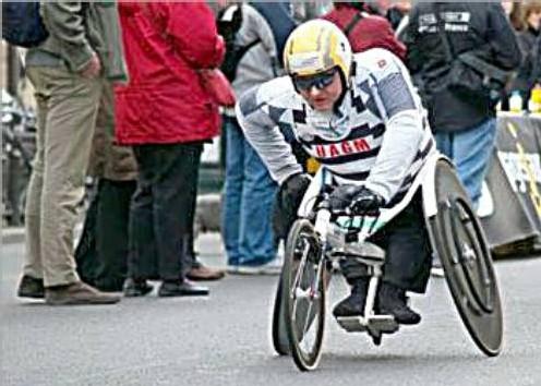 Compétition de tricycle pour handicapés