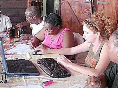 Groupe de classification, Valérie et Martine à l'ordinateur