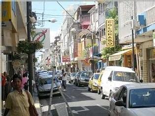 La rue Frébault grouille de monde