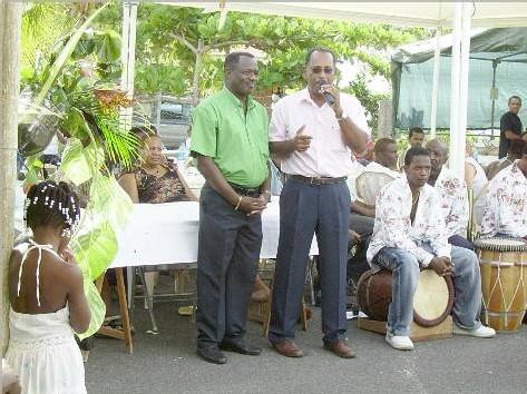 Jean-Claude Malo et Georges Clery, maire de Vieux Habitants