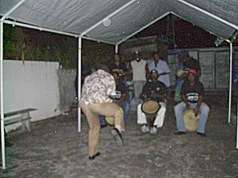 Danseur et musicien lors d'une fête associative à Bouillante