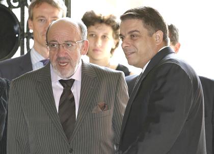 Louis Michel, commissaire européen accueilli à l'aéroport de la HavaneFilope PEREZ ROQUE, ministre des affaires étrangères. Photo Reuters