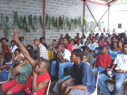 Le nombreux public, venu applaudir les Usagers. Photo Atout Guadeloupe