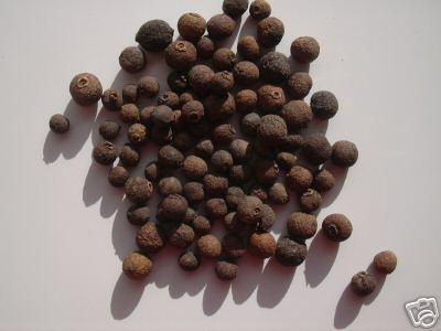 Le Bois d' Inde, incontournable dans la cuisine antillaise.