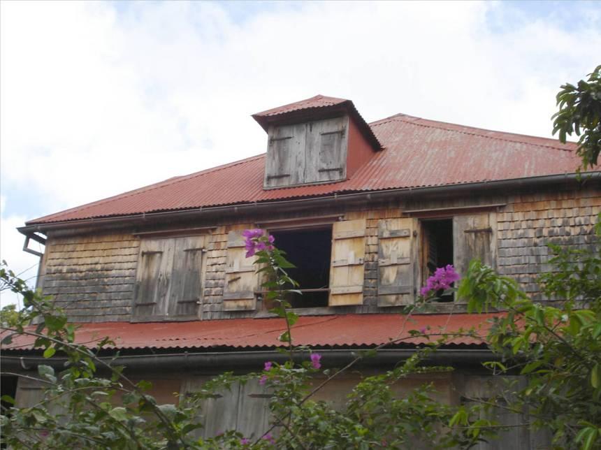 L'habitation MASSIEUX, façade donnant sur le hemin de Descoudes. Photo Atout-Guadeloupe