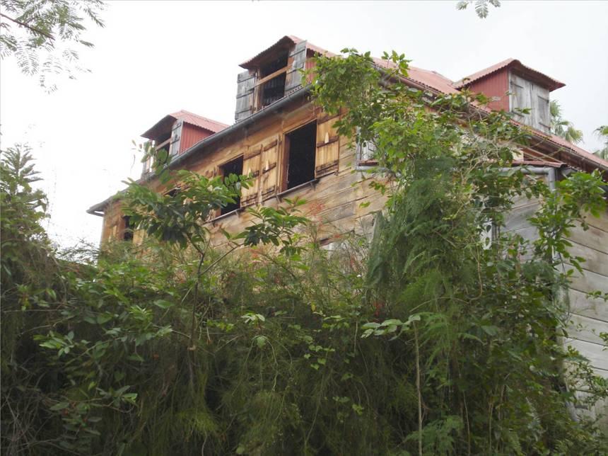 L'habitation MASSIEUX, côté jardin. Photo Atout-Guadeloupe