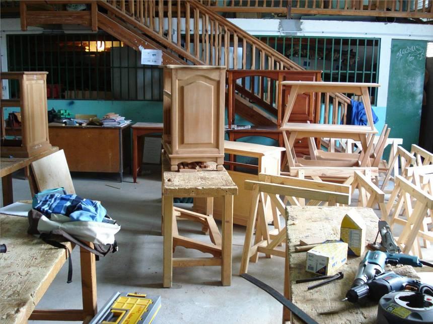 Les meubles et objets fabriqués par les élèves sont vendus au profit de la SEP. Photo Atout-Guadeloupe