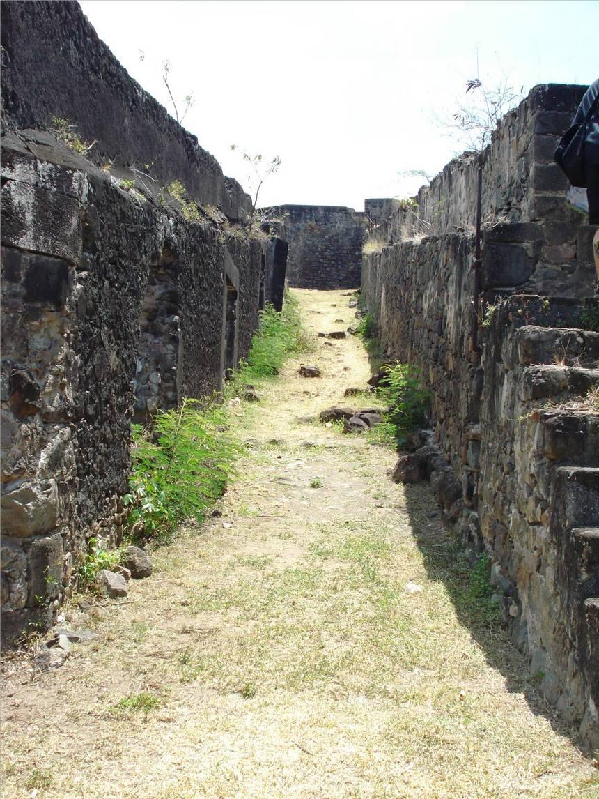 Chemin d'accès au guet. Photo Atout-Guadeloupe