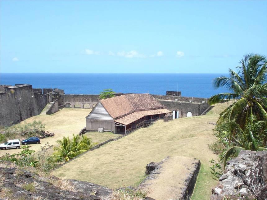 Côté ouest du fort DELGRES. Photo Atout-Guadeloupe