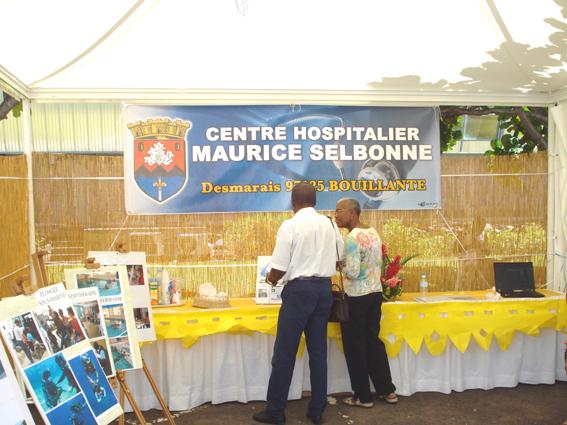 Stand du centre hospitalier Maurice SELBONNE dce bouillante