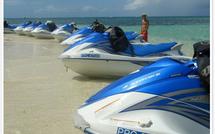 Initiation jet ski gratuite en Guadeloupe en louant votre voiture chez La Colombe