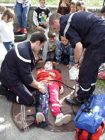Simulation d'accident à l'école, photo Oisans